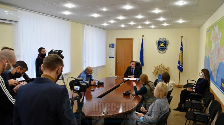 Після засідання 3-ї (позачергової) сесії міської ради очільник міста Нікополя Олександр Саюк поспілкувався з журналістами
